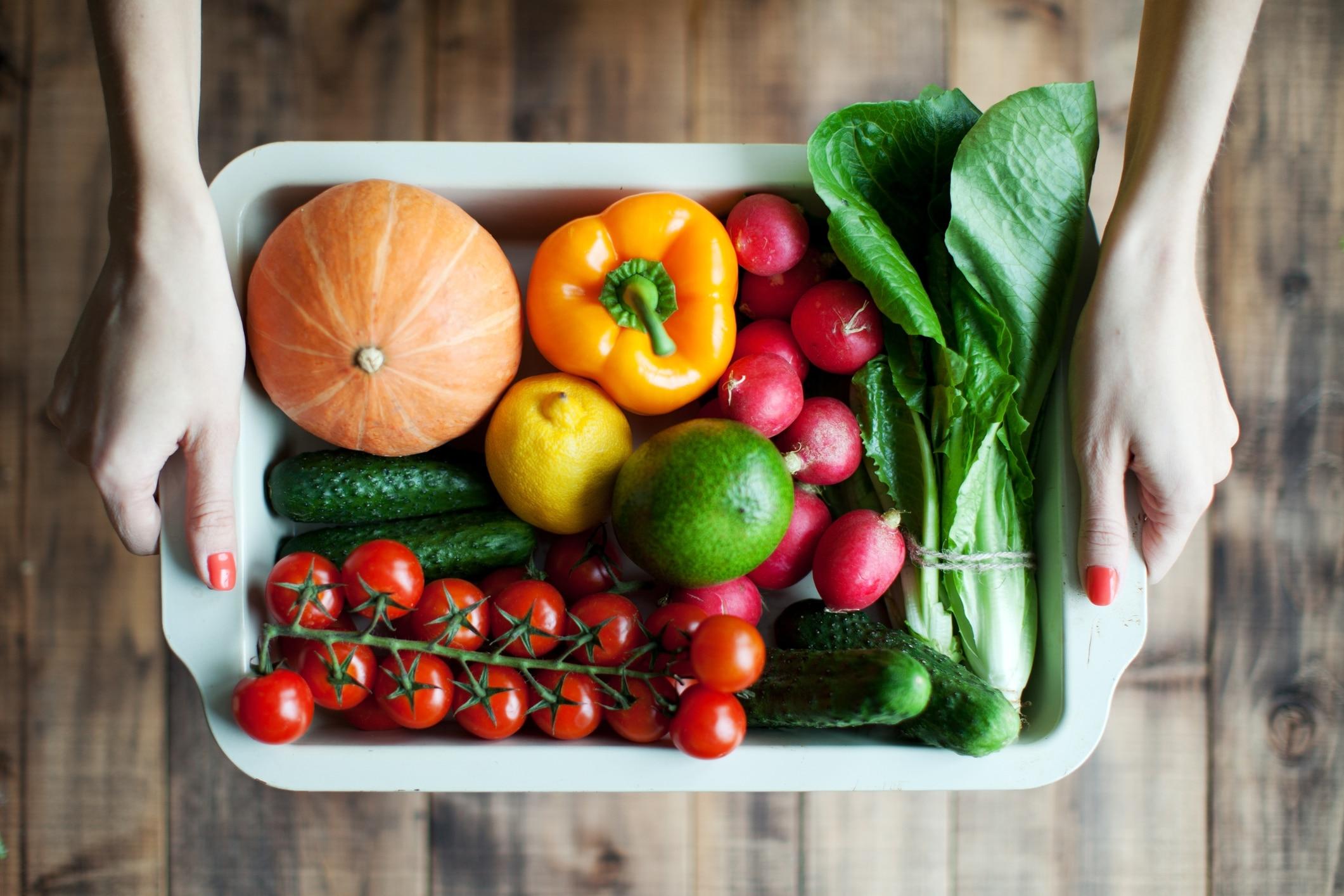 En masse grøntsager til køleskabet
