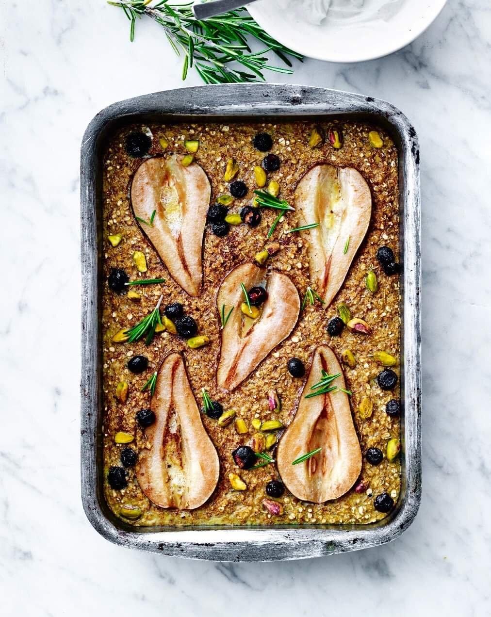Brødgrød med pærer og pistacienødder